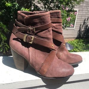 Vince Camuto beautiful brown strapped booties🍂9.5